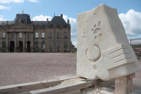 Sculpture moderne dans la cours du château de Lunéville