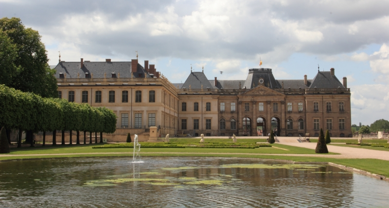 Exemple de De Minimis : les sculptures sont accessoires par rapport à la vue générale du château. (Caroline Léna Becker, CC-by)